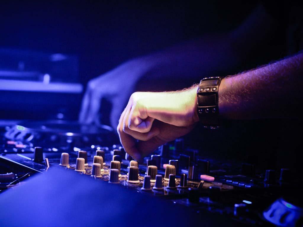 partybusz-DJ