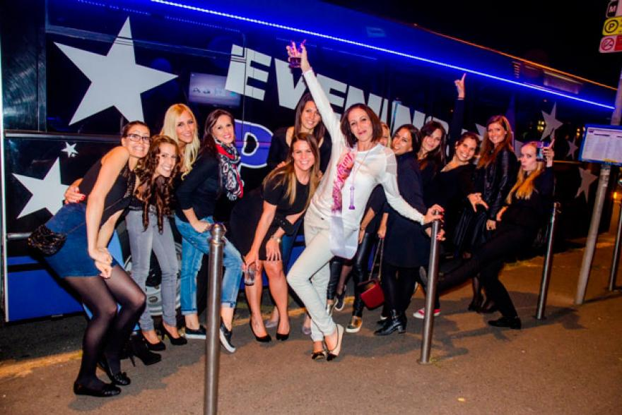 leanybucsu-meglepetes-partybusz