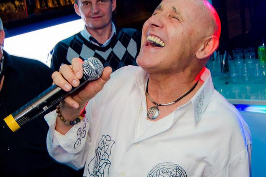 Pataki Attila fellépése az Eveningstar Partybuson.